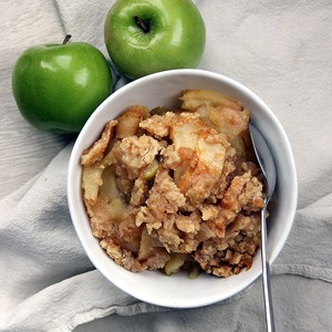 Pear Ginger Apple Crisp | @melaniebauer at Melanie Makes