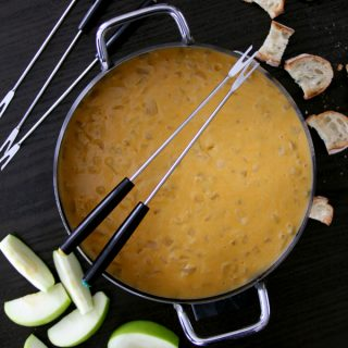 Beer Cheese Fondue | Melanie Makes melaniemakes.com