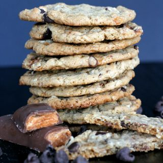 Butterfinger Oatmeal Chocolate Chip Cookies | Melanie Makes melaniemakes.com
