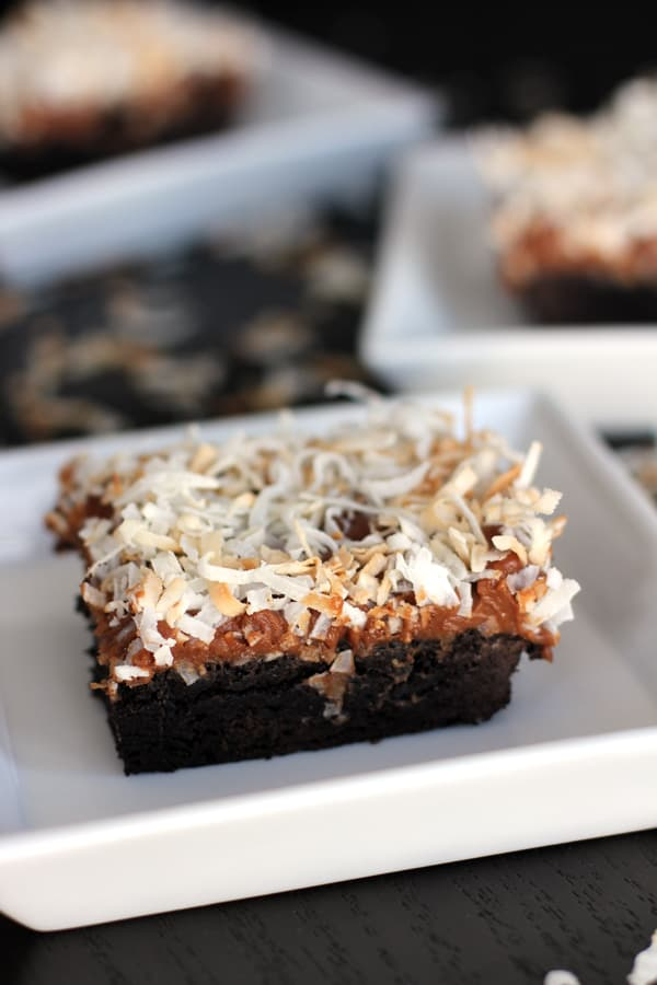 Dark Chocolate Coconut Macaroon Brownies | Melanie Makes melaniemakes.com