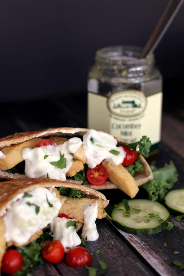 Greek Chicken and Kale Pita Sandwiches | Melanie Makes melaniemakes.com
