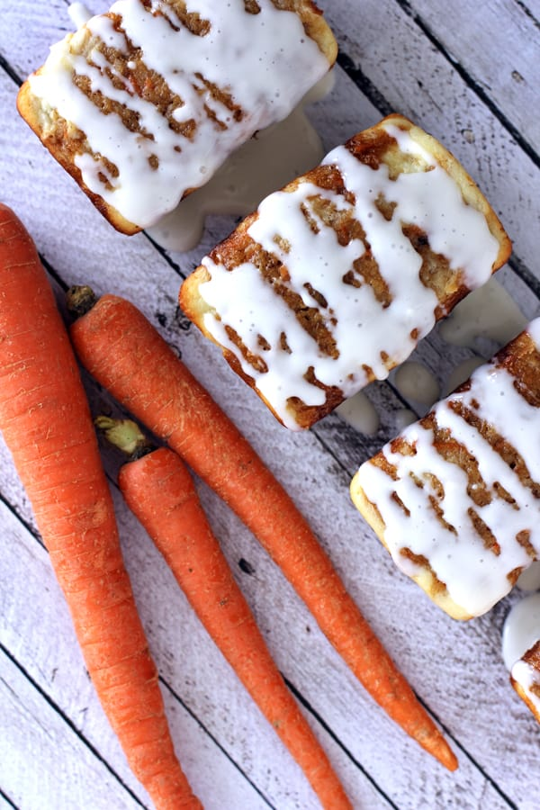Ginger Carrot Cakes with Cream Cheese Glaze | Melanie Makes melaniemakes.com