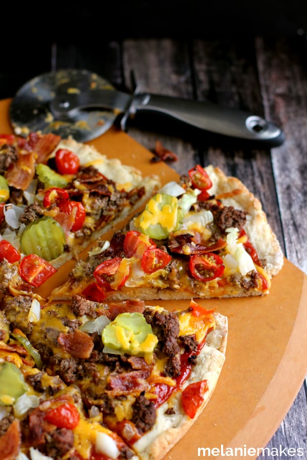 Bacon Double Cheeseburger Pizza | Melanie Makes melaniemakes.com