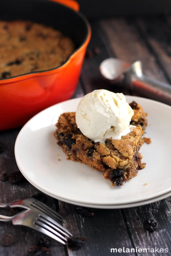 Cherry Chocolate Chip Oatmeal Skillet Cookie | Melanie Makes melaniemakes.com