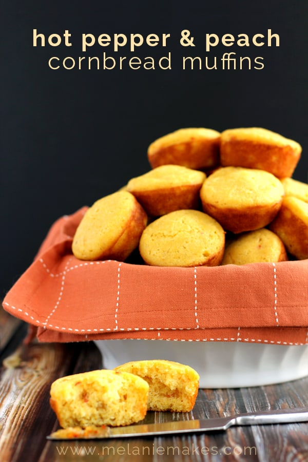 Hot Pepper & Peach Cornbread Muffins | Melanie Makes melaniemakes.com