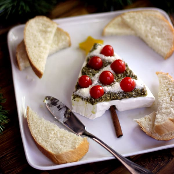 Pesto and Cream Cheese Christmas Tree Appetizer