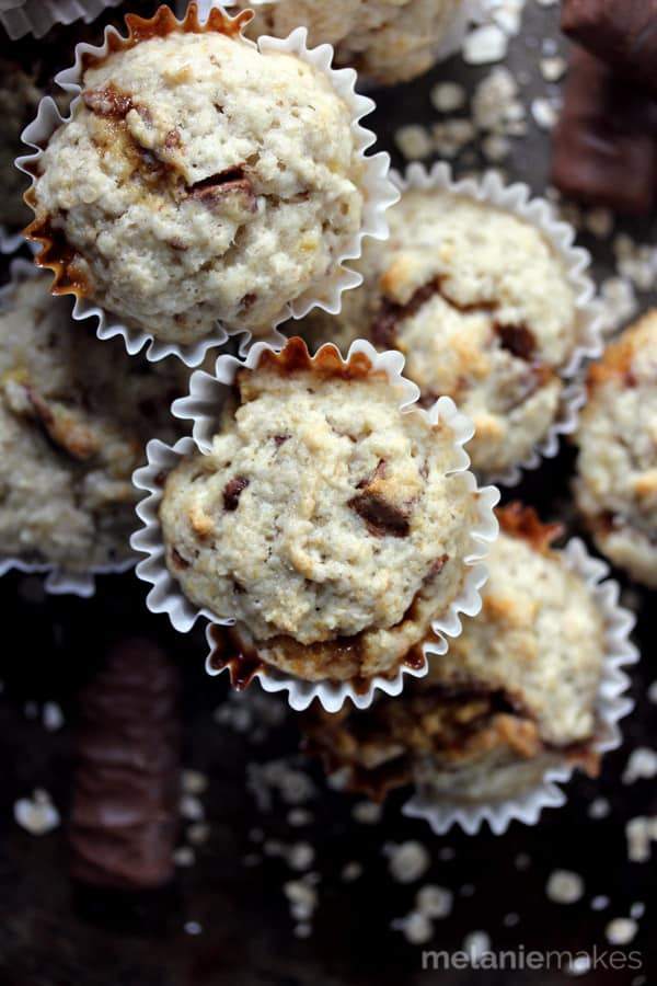 The classic banana oatmeal flavor combination gets a bit more interesting with the addition of your favorite candy bar. Caramel, chocolate and a cookie crunch make these four ingredient Twix Banana Oatmeal Muffins taste like luscious bites of Bananas Foster with a hint of chocolate.