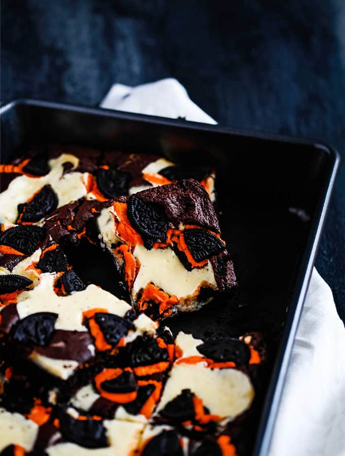 Pumpkin Spice Oreo Cheesecake Brownies